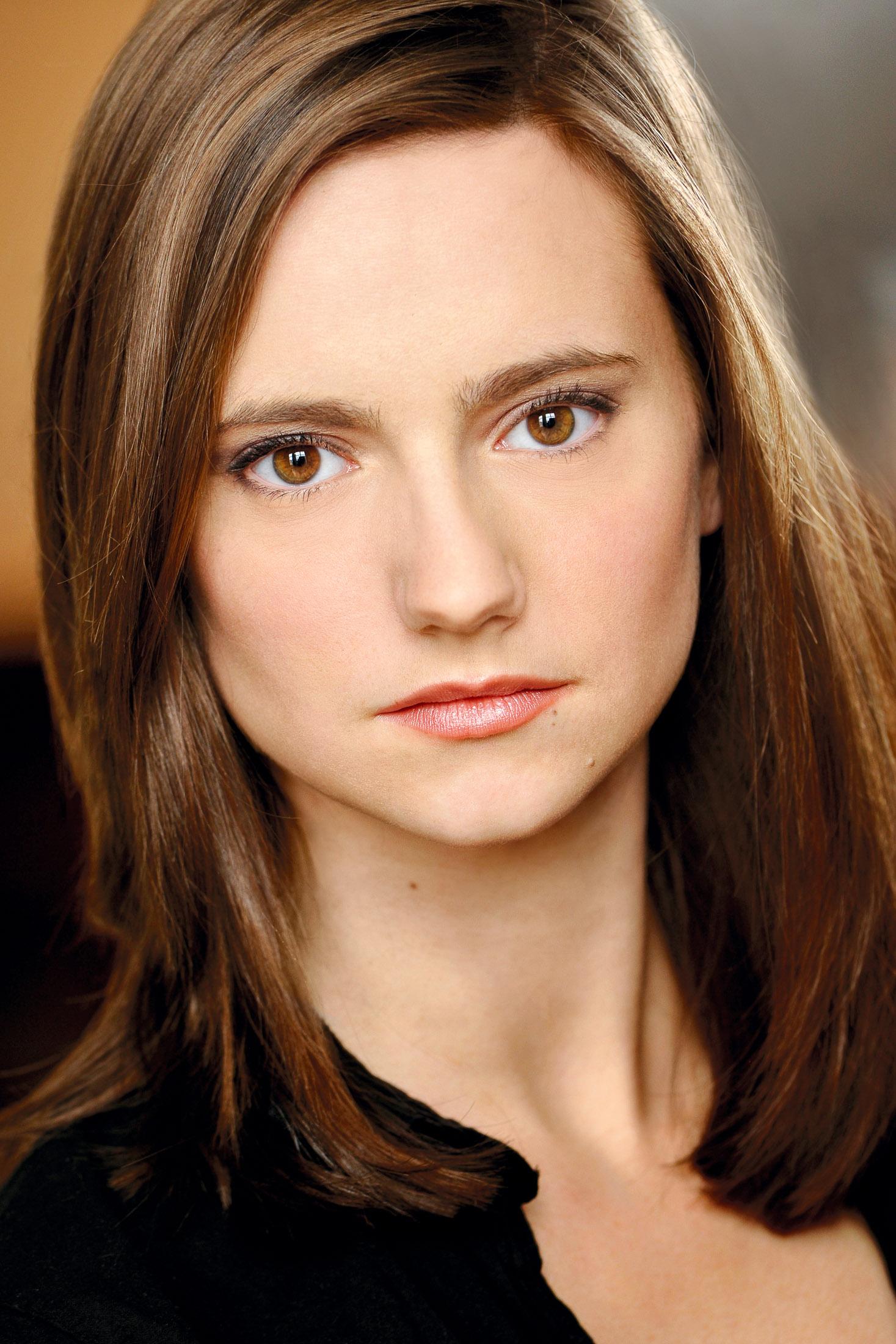 Headshots NYC - Actor Headshots Leslie G