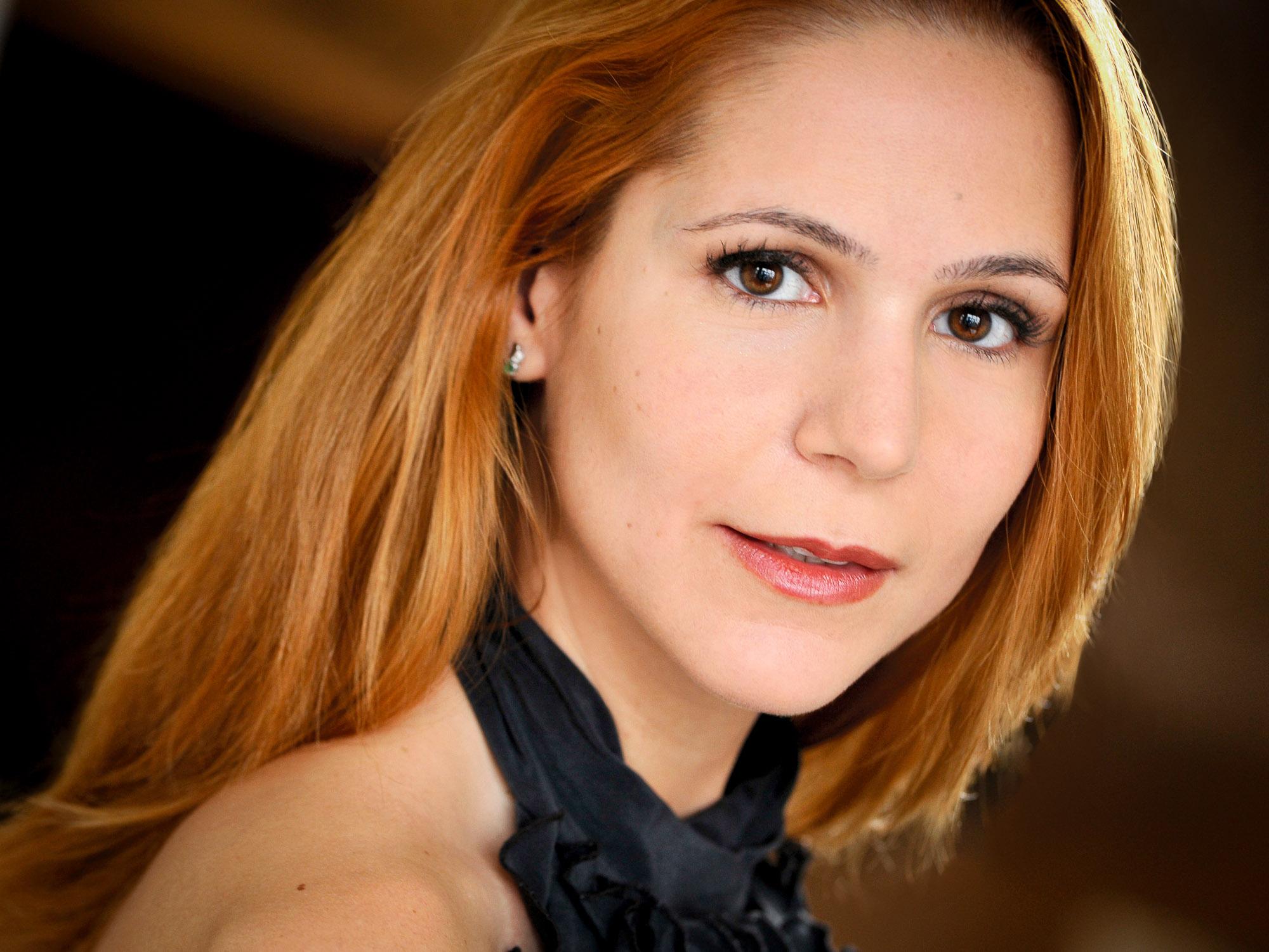 Headshots NYC - Actor Headshots Sarah T